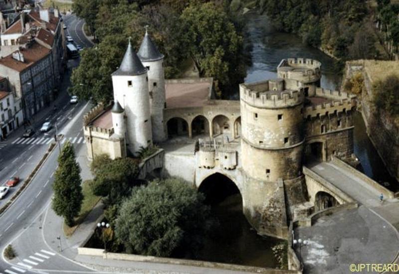 La Porte des Allemands de Metz : un pont borné par deux portes (13e siècle)